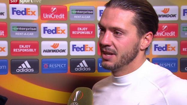 Adrian Winter während eines Interviews.