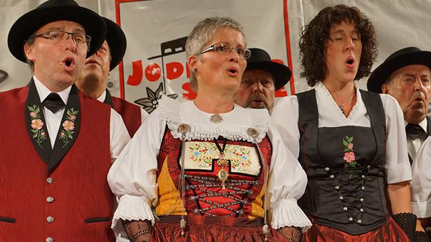 Sängerinnen und Sänger eines Jodelchors.