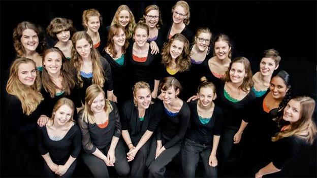 Gruppenbild mit jungen Chorsängerinnen.