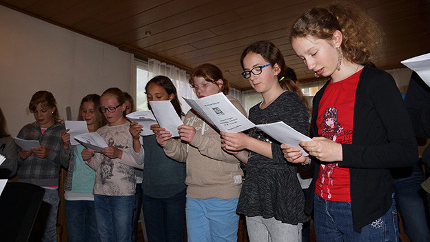 Ein paar junge Sängerinnen.