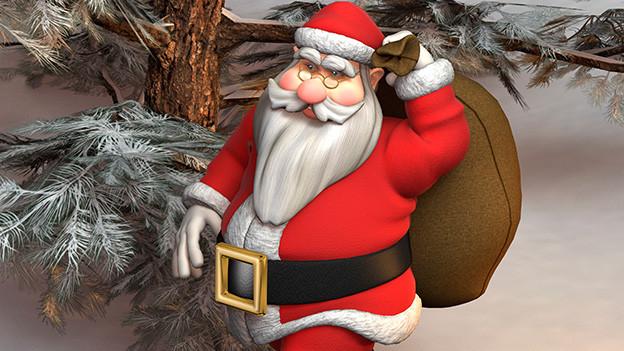 Eine Weihnachtsmannpuppe unter ein paar Tannanzweigen.