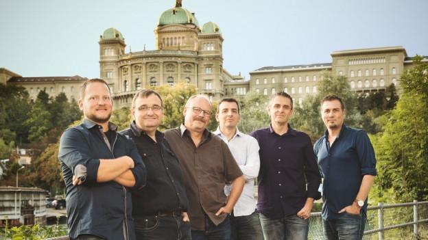 Band vor Bundeshaus in Bern.