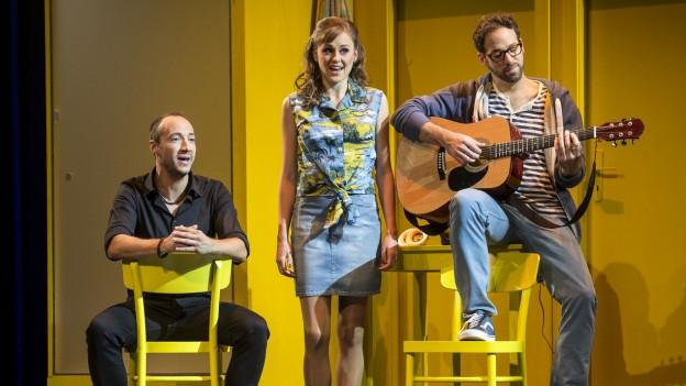 Die drei Hauptdarsteller während Vorstellung.