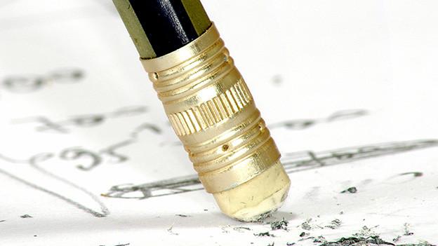 Ein Bleistift mit Radiergummi.