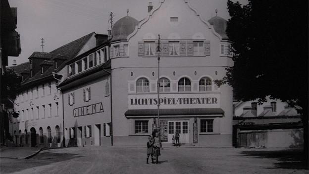 Historische Aufnahme von einem Stadtgebäude.