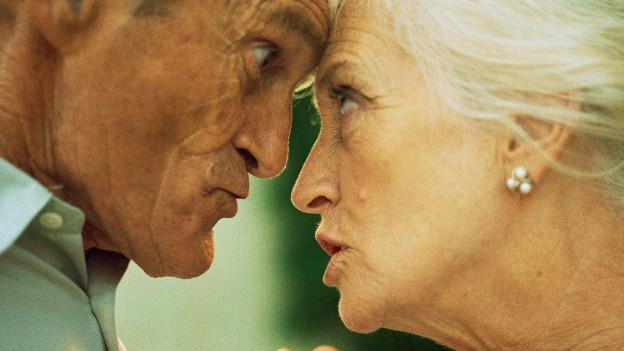 Seniorenpaar beim Streiten.