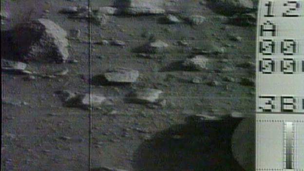 Die ersten Bilder vom Mars waren noch schwarz-weiss, später folgten auch farbige Bilder.