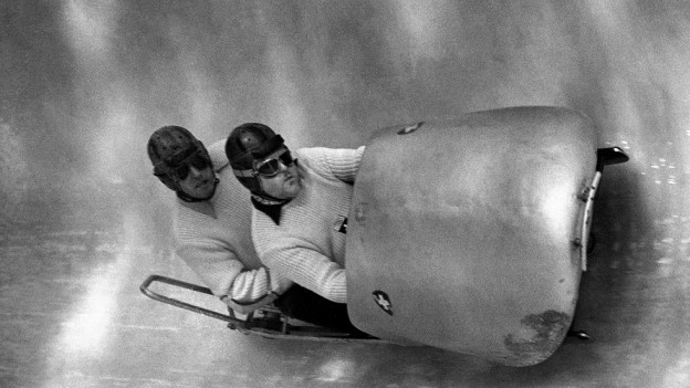 Der Bobpilot Fritz Feierabend mit seinem Bremser Stephan Waser anlässlich der olympischen Winterspiele 1952 in Olso.