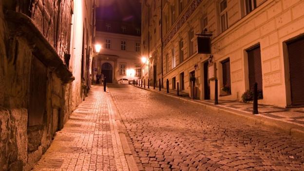 Mittelalterliche Stadt während der Nacht.
