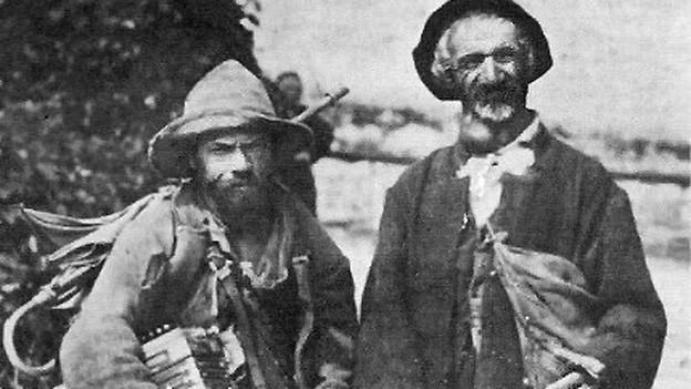 Zwei Hausierer in den frühen Jahrzehnten des 20. Jahrhunderts.