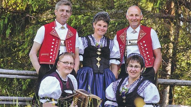 CD-Cover mit zwei Jodlerin, zwei Jodlerinnen und einer Akkordeonistin.