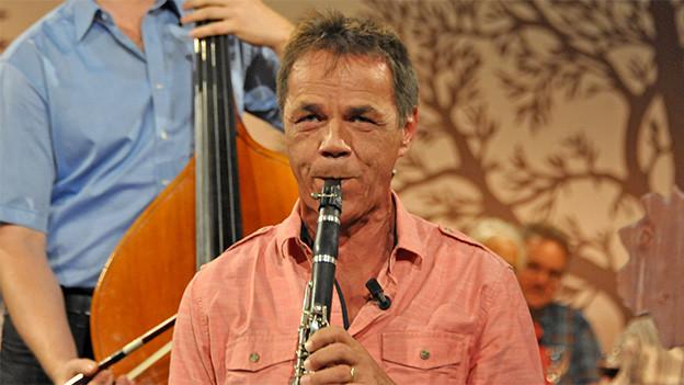 Ein Klarinettist beim Musizieren.