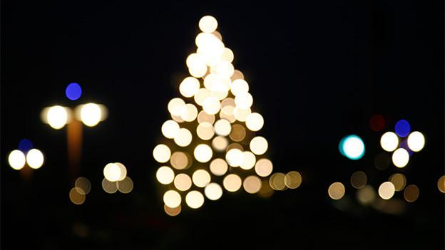 Weihnachtsstimmung mit Lichtern.