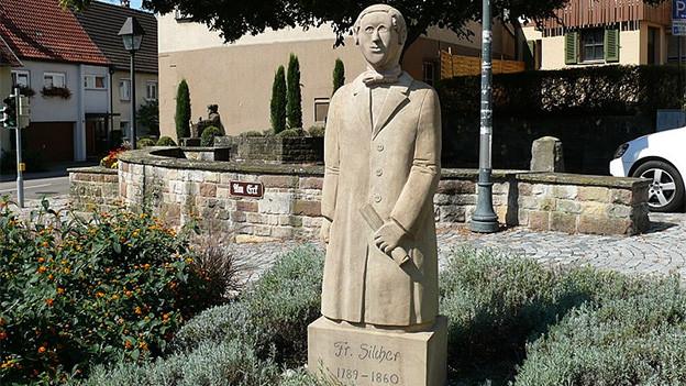 Ein Denkmal aus Stein.