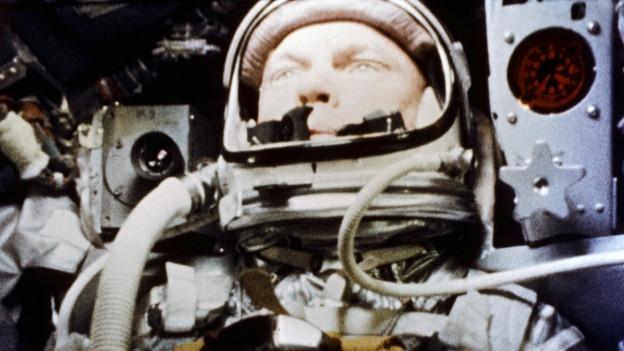 In knapp 5 Stunden umkreiste John Glenn (1921-2016) drei Mal die Erde.