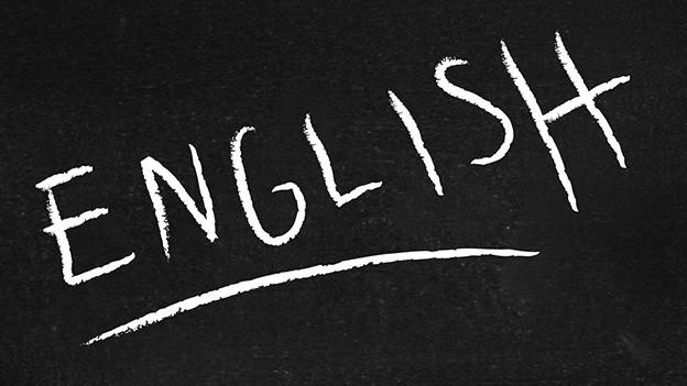 Das Wort english in weisser Schrift auf einer schwarzen Wandtafel.