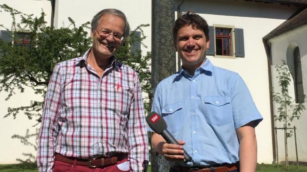 Hubert Spörri (l.) und Roman Portmann im Hof des Klosters Wettingen.