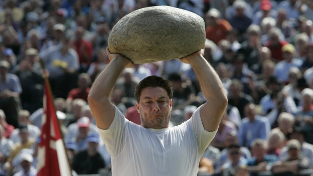 Markus Maire: Keiner stösst den 83,5 Kilogramm schweren Stein so weit wie er.