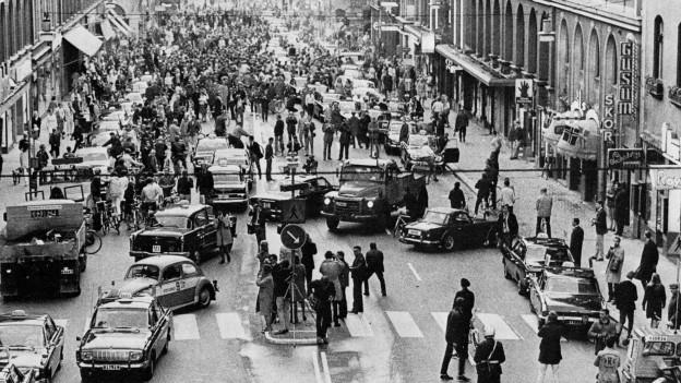 3. September 1967 am frühen Morgen: Strassenseite wechseln in Stockholm.