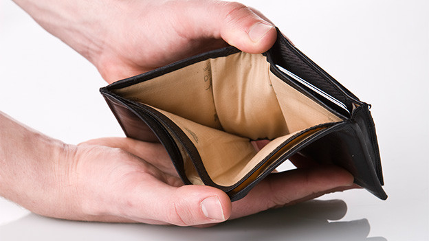 Eine offene, leere Geldbörse.