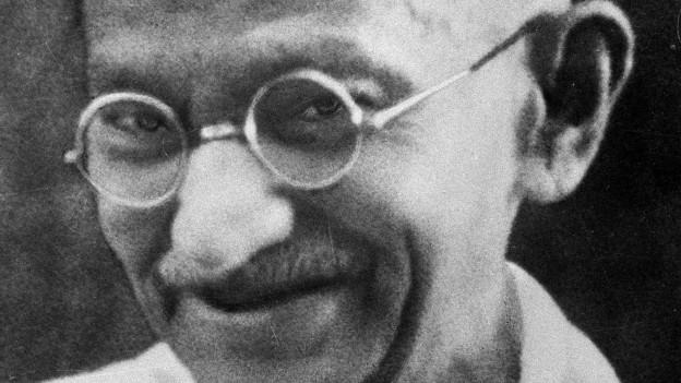 Schwarzweissfoto von Ghandi aus den 1930-er Jahren