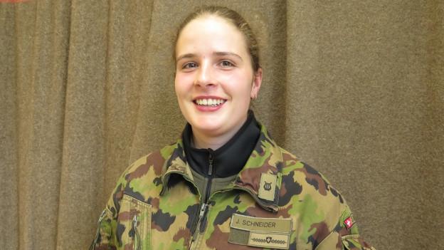 Jana Schneider, die erste Schlagzeugerin in der Geschichte der Schweizer Militärmusik.