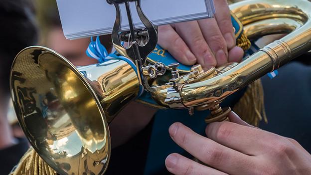Grossaufnahme von einem Blasmusikinstrument.