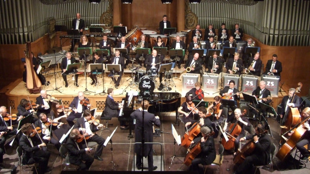 Das «Orchester Reto Parolari» und die «ZS-Big-Band» lassen die alten Radiohits wieder aufleben.