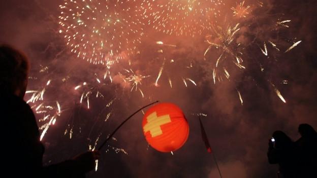Lampion und Feuerwerk.