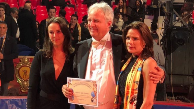 Reto Parolari mit Prinzessin Stefanie (r.), der Chefin des Zirkusfestivals, und ihrer Tochter Pauline (l.).