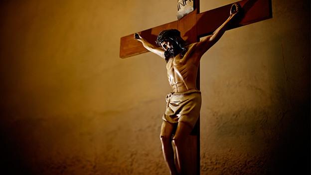 Kreuz mit Jesusfigur.