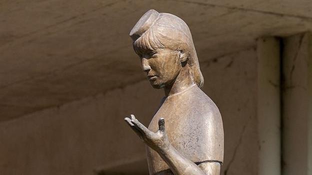 Brunnenfigur «s Vreneli», nach dem Volkslied «s Vreneli ab em Guggisberg».