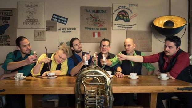 Molotow Brass Orkestar (v.l.n.r.): Tobi Zwyer, Dustin Persson, Stephan Fröhlicher, Jan Müller, Reimar Walthert, Gregor Krtschek.
