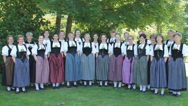Frauen der Jodlergruppe Grotteflueh Ochlenberg.