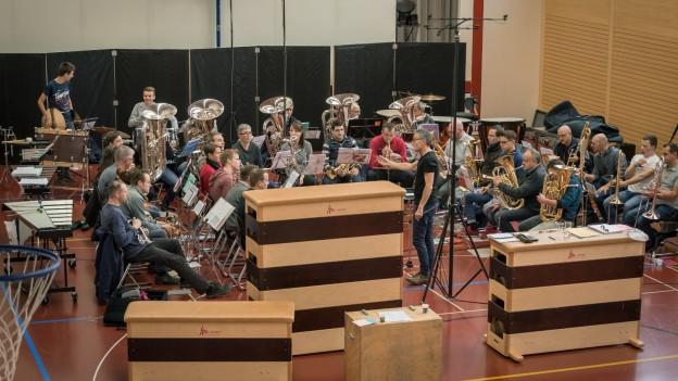Für die CD «Rood» hat die Brass Band Ermensee die Mehrzweckhalle in Ermensee in ein Tonstudio verwandelt.