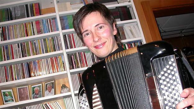 Eine junge Akkordeonistin.