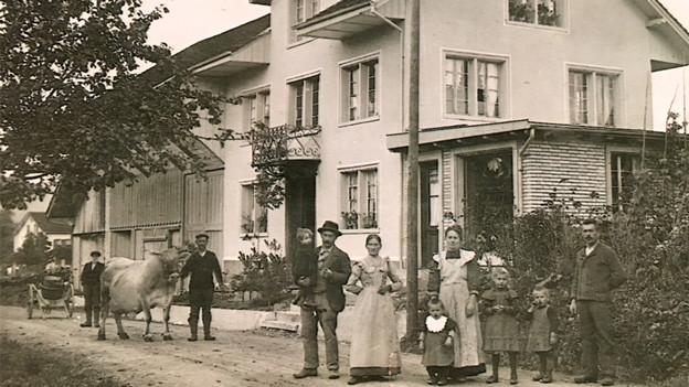 Antike Aufnahme der Familie Maurer in den 1930-er Jahren.