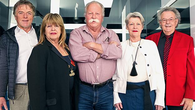 Gruppenbild mit zwei Frauen und drei Männern.