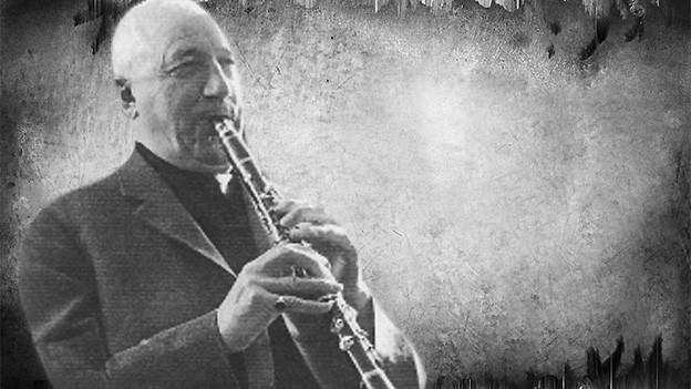 Bildcolllage von einem Klarinettetisten auf einem Vintage-Background.