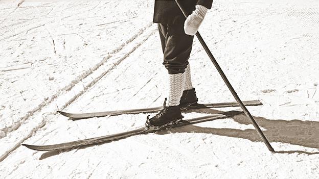 Eine alte Fotografie zum Skifahren.