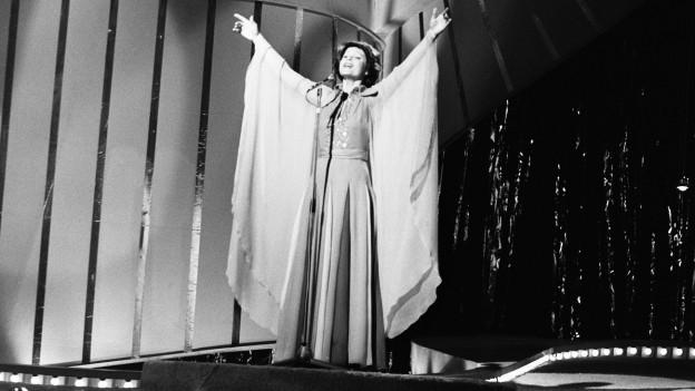 Die Sängerin Piera Martell vertritt am 6. April 1974 die Schweiz mit dem Lied «Mein Ruf nach dir» am Eurovision Song Contest in Brighton.