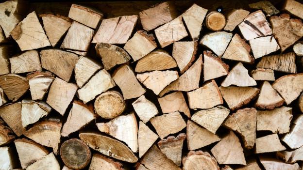 Eine Holzscheiterbeige.