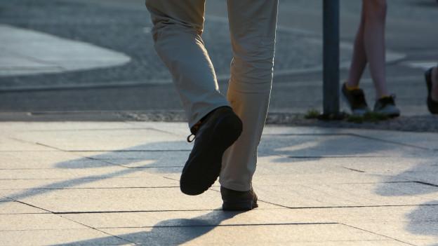 Beine einer Person die läuft.