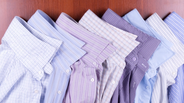 Verschiedene zusammengelegte Hemden.