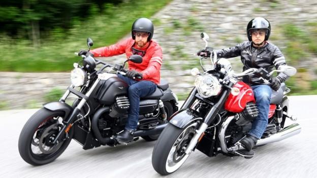 Zwei Mofa-Fahrer auf Motoguzzi-Modellen.