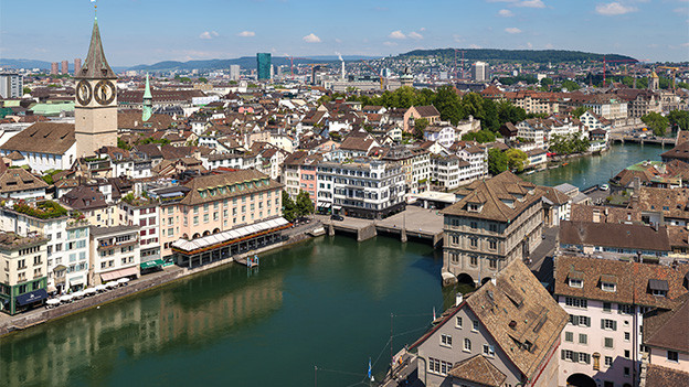Blick von oben auf eine Grossstadt.