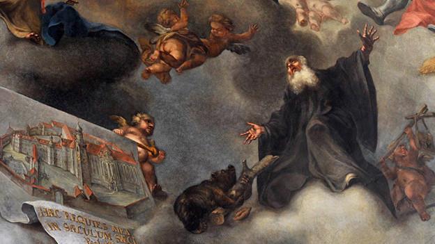 Deckengemälde mit Engeln und Heiligen.