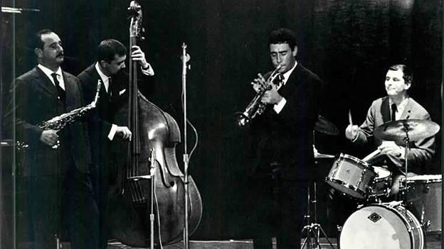Eine Jazzgruppe während eines Auftritts.