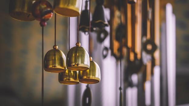 Kleine golgende Glocken.