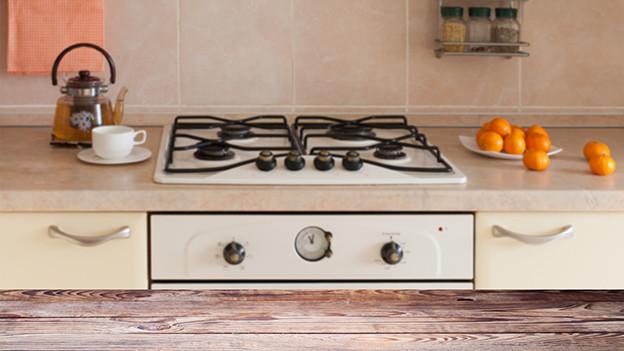Ablage in einer alten Küche.